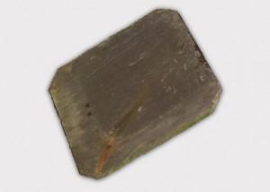 Natuurruitleien worden gewonnen uit leisteengroeves. De blokken worden met de machine gesneden, manueel gekliefd en op maat gezaagd.
