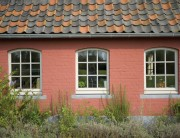 Blauwe en rode Boomse dakpannen